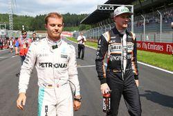 Nico Rosberg, Mercedes AMG F1 con Nico Hulkenberg, Sahara Force India F1