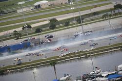 Crash: Austin Dillon, Richard Childress Racing, Chevrolet
