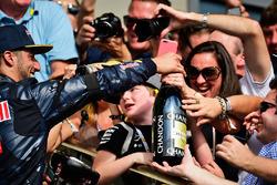 Daniel Ricciardo, Red Bull Racing viert zijn derde plaats in parc ferme