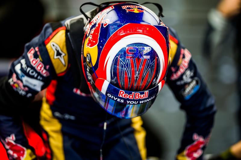 2016 год. В боксах Toro Rosso по ходу первой пятничной тренировке