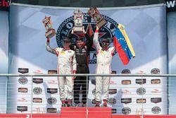 PC-Podium: Sieger #8 Starworks Motorsports, ORECA FLM09: Renger van der Zande, Alex Popow