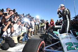 Polesitter Simon Pagenaud, Team Penske Chevrolet celebrates