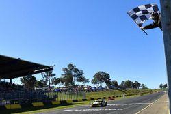 Sieger: #95 Miedecke Motor Group, Aston Martin Vantage GT3: George Miedecke, Andrew Miedecke