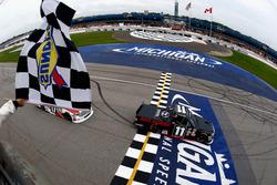 Damalı bayrak: Brett Moffitt, Red Horse Racing Toyota