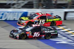 Greg Biffle, Roush Fenway Racing Ford, Clint Bowyer, HScott Motorsports Chevrolet