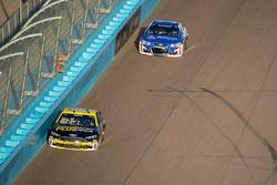 Greg Biffle, Roush Fenway Racing, Ford; Jamie McMurray, Chip Ganassi Racing, Chevrolet