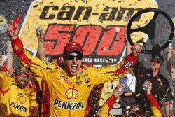 Le vainqueur, Joey Logano, Team Penske Ford