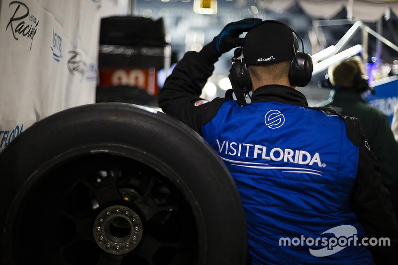 #90 VisitFlorida.com Racing Multimatic Riley LMP2: Marc Goossens, Renger van der Zande, René Rast teamlid