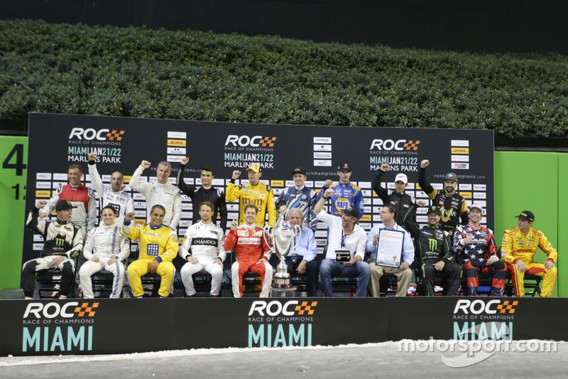 Foto de grupo de todos los pilotos