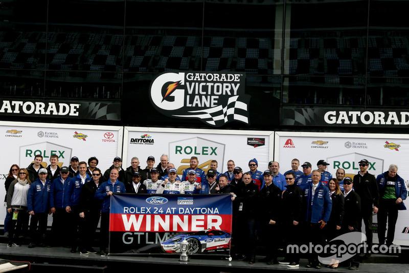 ganador GTLM: #66 Ford Performance Chip Ganassi Racing Ford GT: Joey Hand, Dirk Müller, Sébastien Bo