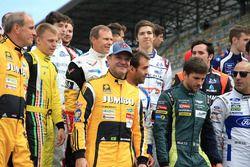 صورة جماعية للسائقين الناشئين