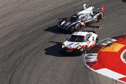 #912 Porsche Team North America Porsche 911 RSR: Wolf Henzler, Laurens Vanthoor, #70 Mazda Motorspor