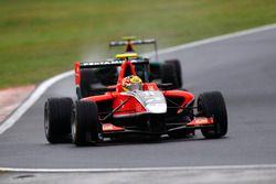 Rio Haryanto, Marussia Manor, memimpin Valtteri Bottas, Lotus ART