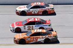 Matt Kenseth, Joe Gibbs Racing Toyota, Ryan Blaney, Wood Brothers Racing Ford, Daniel Suarez, Joe Gi
