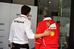 Toto Wolff, Mercedes AMG F1 Director de Motorsport y Maurizio Arrivabene, director del equipo Ferrari