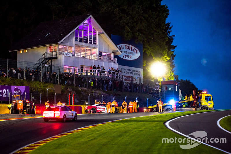 #22 Motul Team RJN Motorsport Nissan GT-R Nismo GT3: Matt Simmons, Matthew Parry, Struan Moore after the crash