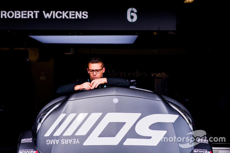 Механик команды Mercedes