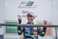 Podium : le vainqueur Ferdinand Habsburg, Carlin, Dallara F317 - Volkswagen