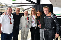 Paul Stoddart, Tony Jardine, journalist Kevin Eason, Rachel Brooks, Sky TV, Natalie Pinkham, Sky TV en Simon Lazenby, Sky TV, F1 Experiences tweezitter