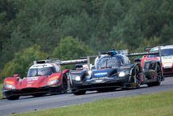 #10 Wayne Taylor Racing Cadillac DPi: Ricky Taylor, Jordan Taylor, #55 Mazda Motorsports Mazda DPi: Jonathan Bomarito, Tristan Nunez