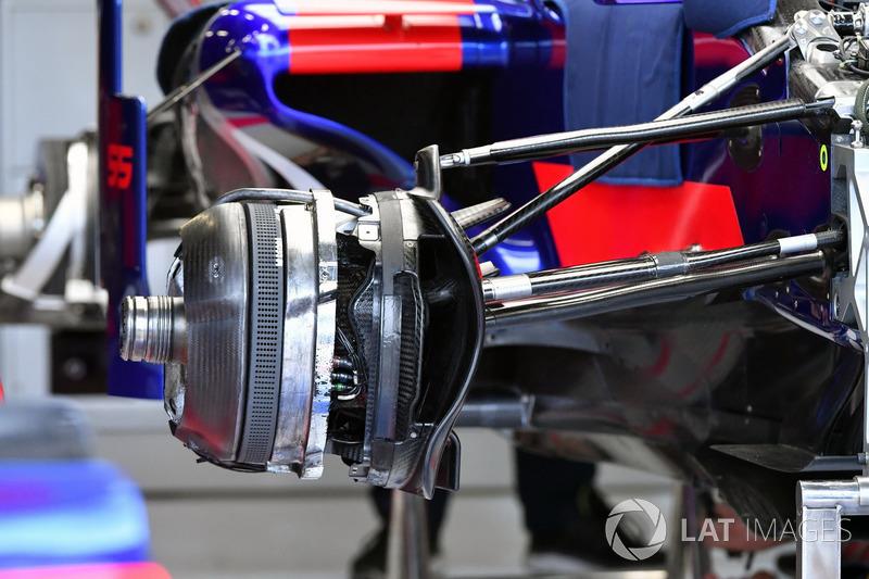 Frein et moyeu avant de la Scuderia Toro Rosso STR12