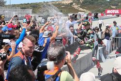 Winner Jonathan Rea, Kawasaki Racing sprays fans