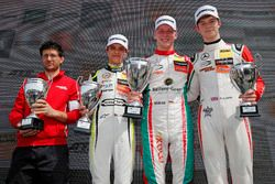 Podium: ganador, Maximilian Günther, Prema Powerteam Dallara F317 - Mercedes-Benz, segundo, Lando No