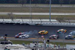 Denny Hamlin, Joe Gibbs Racing Toyota, si scontra con Brad Keselowski, Team Penske Ford