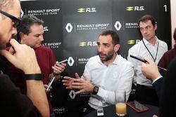 Cyril Abiteboul, Managing Director de Renault Sport F1 con los medios