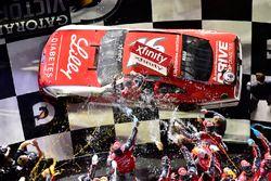 Ryan Reed, Roush Fenway Racing Ford celebra en Victory Lane