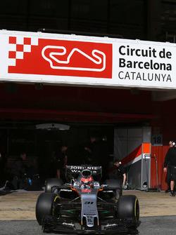 Esteban Ocon, Sahara Force India F1 VJM10 sort des stands