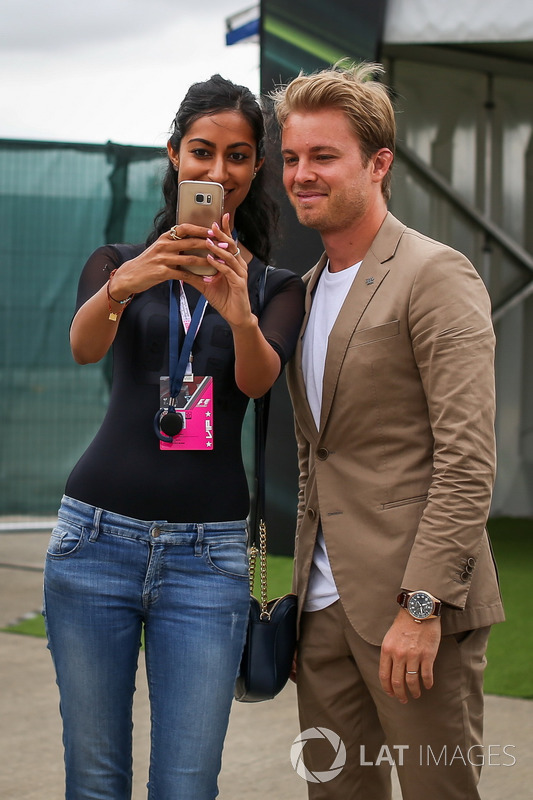 Nico Rosberg, Mercedes-Botschafter, mit Fan