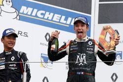 Podyum: Yarış galibi Sacha Fenestraz, Josef Kaufmann Racing