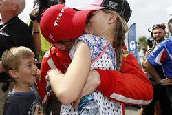 Race winner Sébastien Bourdais, Dale Coyne Racing Honda with his kids Alex and Emma
