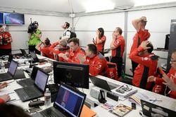 A Citroën World Rally Team csapattagjai reagálnak Meeke mexikói hibájára