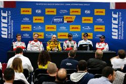 Press Conference: Tom Chilton, Sébastien Loeb Racing, Citroën C-Elysée WTCC; Yvan Muller, Citroën World Touring Car Team, Citroën C-Elysée WTCC; Gabriele Tarquini, LADA Sport Rosneft, Lada Vesta; Mehdi Bennani, Sébastien Loeb Racing, Citroën C-Elysée WTCC; Thed Björk, Polestar Cyan Racing, Volvo S60 Polestar TC1; José María López, Citroën World Touring Car Team, Citroën C-Elysée WTCC