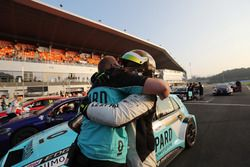 Race winner Rob Huff, Leopard Racing Team WRT, Volkswagen Golf GTi TCR