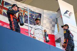 Race winner Lewis Hamilton, Mercedes AMG F1 celebrates on the podium with the champagne alongside Da