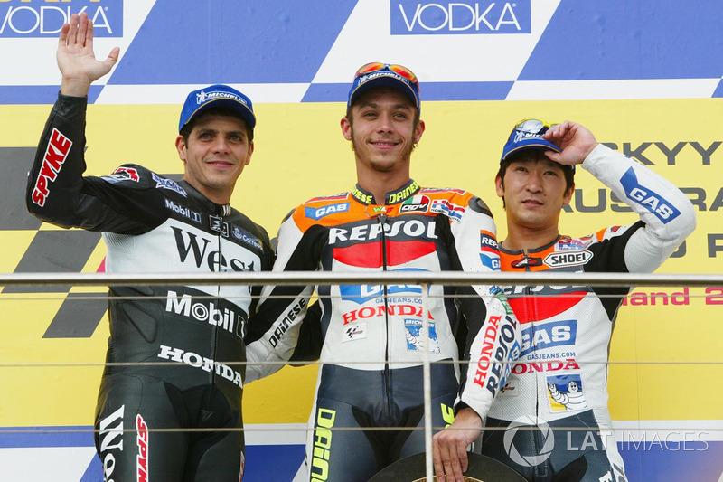 Podio: 1º Valentino Rossi, 2º Alex Barros, 3º Tohru Ukawa
