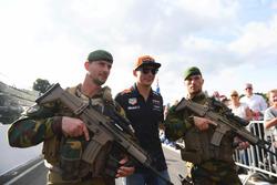 Max Verstappen, Red Bull Racing et des soldats