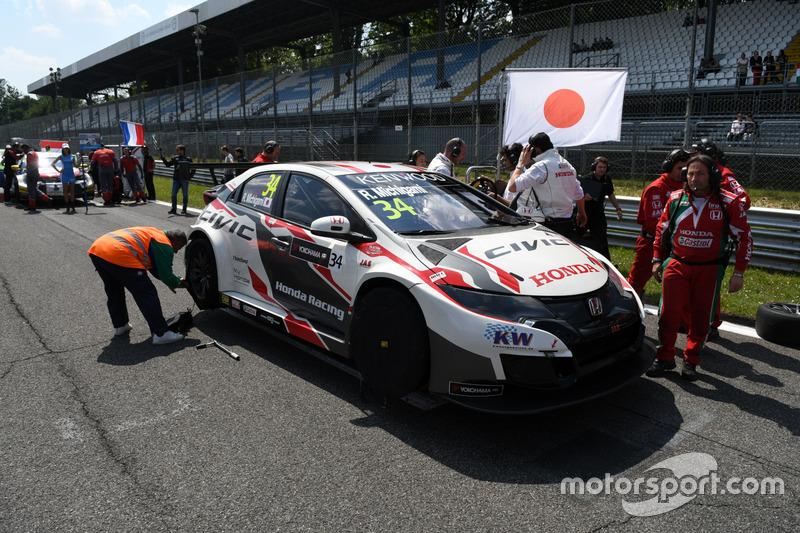 Ryo Michigami, Honda Racing Team JAS, sulla griglia di partenza