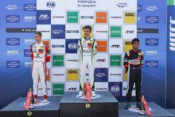 Rookie-Podium: 1. Lando Norris, Carlin Dallara F317 - Volkswagen; 2. Mick Schumacher, Prema Powertea