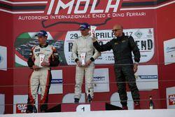 Podio Gara 1: al secondo posto Francesco Turatello, al primo posto Marco Jacoboni, al terzo posto Ra