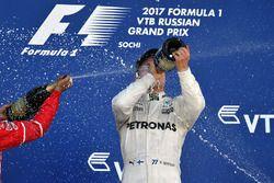 Ganador de la carrera Valtteri Bottas, Mercedes AMG F1