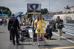 Grid girl, Joel Eriksson, Motopark Dallara F317 - Volkswagen