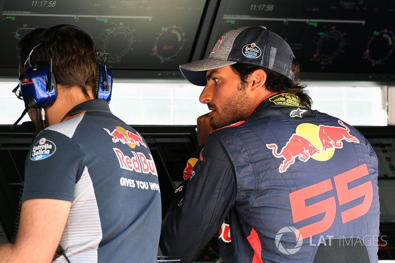 Carlos Sainz Jr., Scuderia Toro Rosso pit duvarında