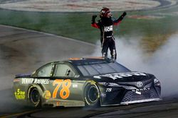 El ganador, Martin Truex Jr., Furniture Row Racing Toyota