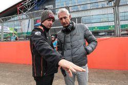 Matthieu Vaxiviere mit dem Vater von René Binder