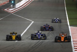 Fernando Alonso, McLaren MCL32, leads Marcus Ericsson, Sauber C36, and Jolyon Palmer, Renault Sport F1 Team RS17