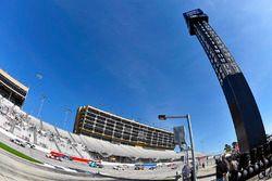 Kyle Busch, Joe Gibbs Racing Toyota ve Brad Keselowski, Team Penske Ford